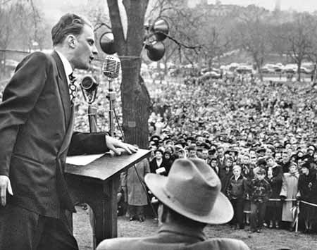 billy-graham-in-boston-1950-cropped1
